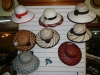 Meerdere hoeden die af zijn, elke hoed die gemaakt wordt is uniek (op de standaard witte na dan)