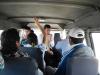 In het busje terug naar Huanchaco, zelfs de zakenman in pak neemt deze goedkope taxi