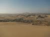 Aan de andere kant van de duin wonen nog meer mensen tussen het zand
