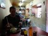 Jeroen bij zijn eerste Peruaanse maaltijd