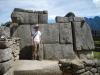 Een avonturier bij de gigantische stenen