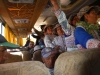 De volle bus met lokale vrouwtjes
