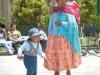 Typische klederdracht op een plein in La Paz