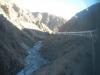 De trein baant zich een weg door de canyon