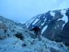 Sander in de vroege ochtend, bijna bij de top (het lijkt Frodo wel...)