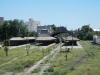 De rails wordt bijna overwoekerd door gras