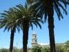 Palmbomen, een kerkje, zon, geen toerist te bekennen, wat wil je nog meer?
