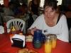 Renee en haar eerste Paraguayaanse maaltijd