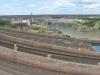 De dam met op de voorgrond de noodoverloop die het vandaag helaas niet doet