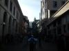 Tegen 18.00 uur bereikt de zon de winkelstraat al niet meer