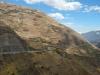De weg die we af gaan leggen op de andere berg is goed zichtbaar