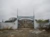 De toegang tot de begraafplaats zegt genoeg over de staat